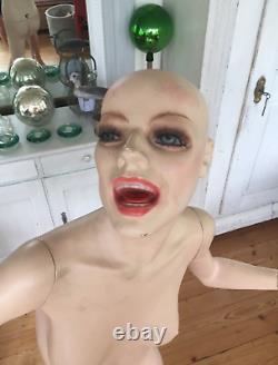 Running SCREAMING Mannequin Vintage Halloween Female Arthema Italian RARE